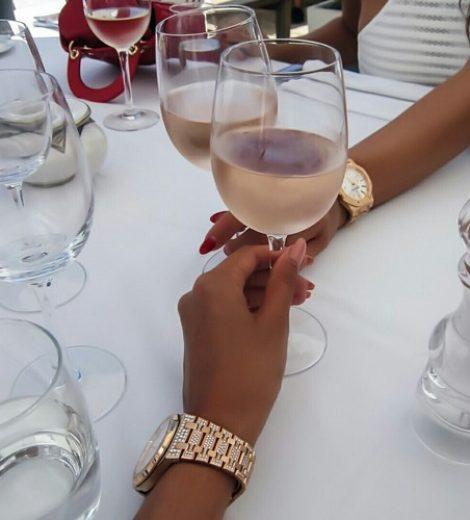 WETENSCHAPPELIJK BEWEZEN: VRIENDINNEN DIE SAMEN (WIJN) DRINKEN BLIJVEN LANGER BEVRIEND