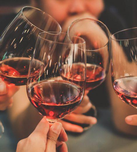 WETENSCHAPPELIJK BEWEZEN: SLIMME MENSEN DRINKEN VEEL ALCOHOL